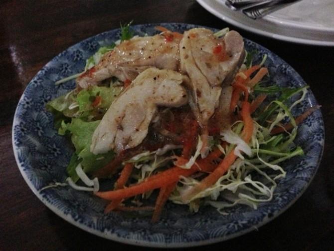 タイ料理 チキンサラダ